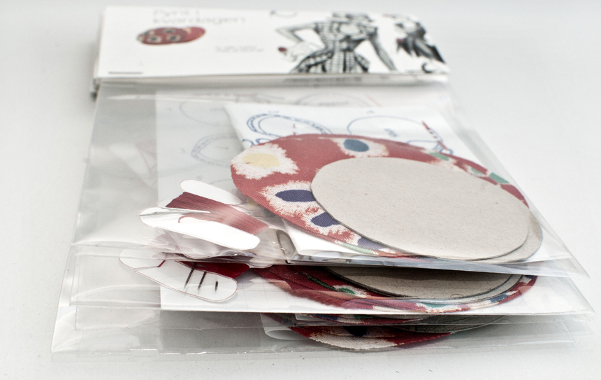 ‹Do it yourself›-packages, 2005, 20x23 cm, drawing, fabric, pattern template, thread, packaging.